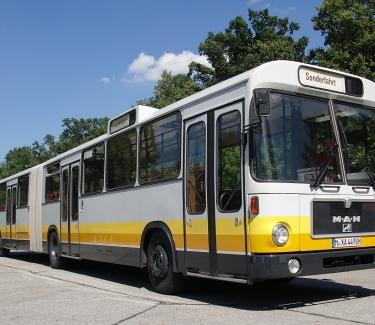 Galerie-Gelenkbus für bis zu 50 Gäste1