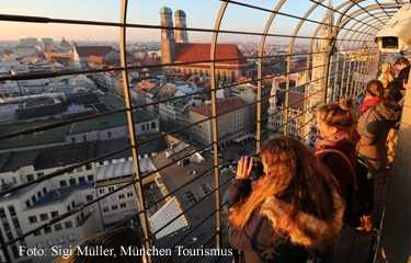 Guided students tour Munich