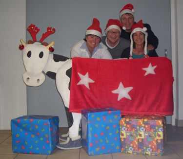 Weihnachtsolympiade Rentiermelken